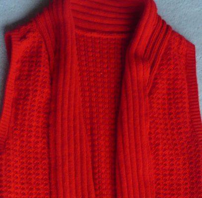 Tuck lace vest